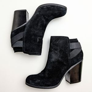 Kenneth Cole black chunky heel ankle boots booties